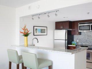 Aqua Ilikai Hotel & Suites - Luxury Mountain View Hotel Room- AHR