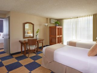 Ewa Hotel Waikiki - a LITE Hotel - One Bedroom Suite w/ Kitchenette