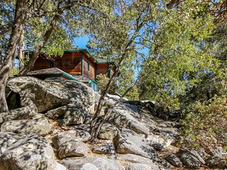 Stunning mountainside home w/ modern amenities and easy access to hiking trails!