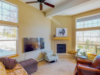 Dog-friendly condo near Lake Dillon & ski areas - year round fun is waiting!