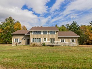 Spacious country home along Sunday River - close to Sunday River Resort!