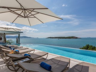 Yo Villa - Barefoot Waterfront Luxury