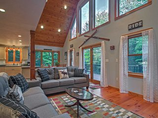 Cozy Home w/Fire Pit near Sunday River Ski Resort!