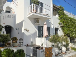 Cosy apartment 2 rooms for 4 people, 150 meters from the beach of Livadia