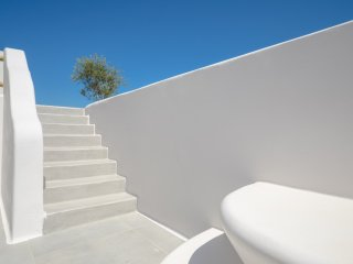 Seaside Naxos • 3 Villas • Private Pool • 11BDR / 10 BATH • Sleeps 28