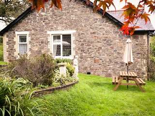 MUDDYKINS COTTAGE, WIFI, incredible countryside views, summer house, Ref 968170