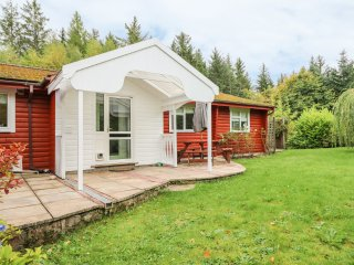 FIR LODGE, WIFI, range cooker, all ground floor, Ref 915604