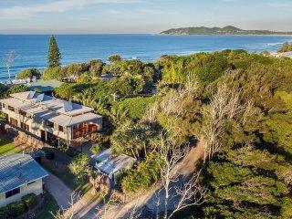 Beachfront Hideaway - luxury right on the beach