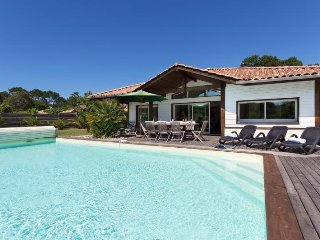 La Prade, Moliets, villa with private pool, sleeps 10