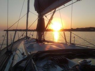 Vacaciones familiares en velero de 14 metros con patron