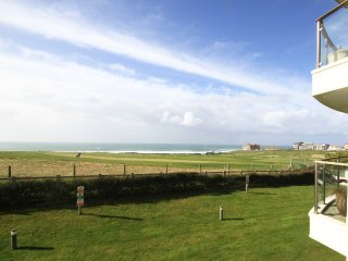 Surfs up is a stunning 2 bedroom apartment in Bredon Court