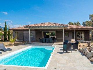 Villa avec piscine ' Les chênes lièges ' à proximité plages & montagne