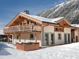 Chalet Passon - Luxury Catered Chalet close to Ski Slopes