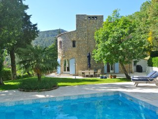 Stylish stone Mas set in the hills between the 2 beautiful hilltop villages