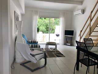 Beau T2 avec terrasse independant dans villa au calme