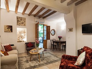 'La Petite Magnanerie',  pretty apartment in the heart of the old town.