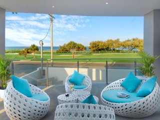 Ocean Villa - Pool, Patrolled Beach and Ocean Views