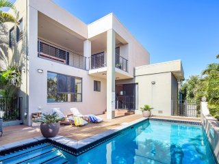 Siana's Holiday Beach House - Ocean View, Pool, WiFi and Pet Friendly