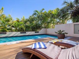 Siana's Holiday Beach House - Ocean View, Pool, WiFi