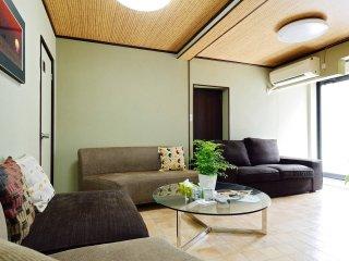 Family House Tsuruhashi: Deep Osaka