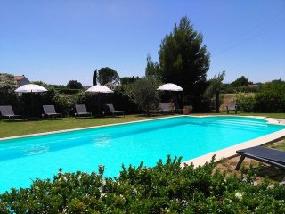 Gite 2, holiday apartment, heated pool, beautiful setting, 5 miles Carcassonne