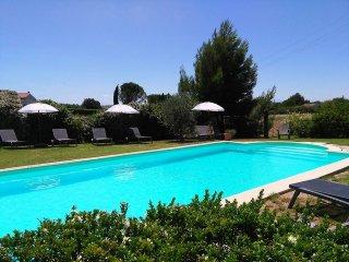 Gite 2, holiday apartment, heated pool, beautiful setting, 5 miles Carcassonne