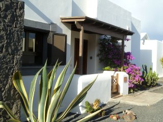 Charming villa with roof terrace, heated private pool, aircon, free wifi and TV