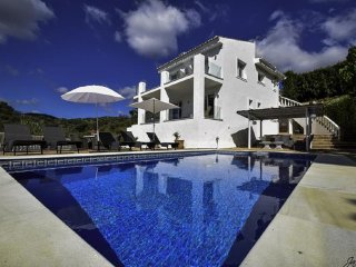 14177-Exquisite villa near beach! Heated pool*