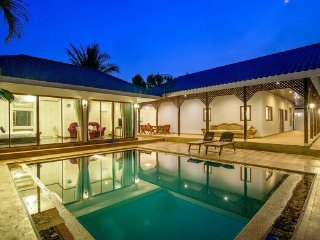 Prefect for you & family & friends get away 5 bed rooms private pool
