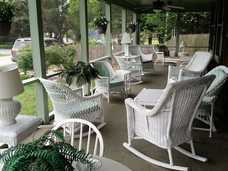 Cottage By The Sea Bed & Breakfast - Queen Size BR with Outside Entrance