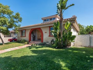 Large, executive home in a Talmadge - San Diego. In- & outdoor Fireplace, BBQ.