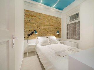 Designer Dream Home in The Absolute Center