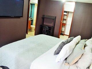 MODERN 3 bed  A/C apartment 5 BLOCKS PARQUE LLERAS
