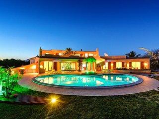 Villa Eagles Nest - Vivenda com Piscina e Zonas Lounge Tropicais