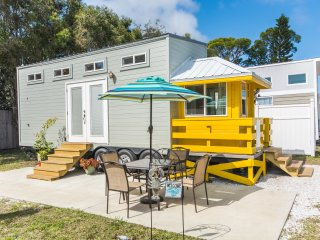 Tiny House Siesta - Yellow Lifeguard Stand Tiny House