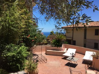 PANORAMIC CASA DORA Sea View Terrace Outdoor Fireplace BBQ Garden Taormina
