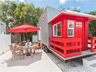 Tiny House Siesta - Red Lifeguard Stand