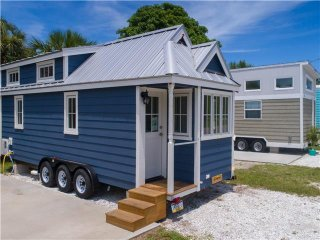 Tiny House Siesta - Eleanor- our bright & beautiful Tiny House near the beach