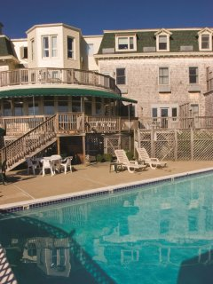 Wyndham Bay Voyage Inn outdoor pool