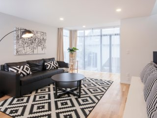 Star Struck Inner City Townhouse - Clean & Stylish