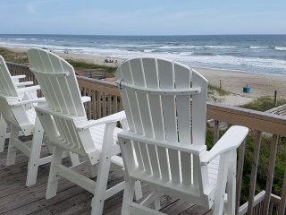 OCEANFRONT-Lovely views! 'Sea Star' beach cottage - 8 BR, 4 BA, sleeps 18!