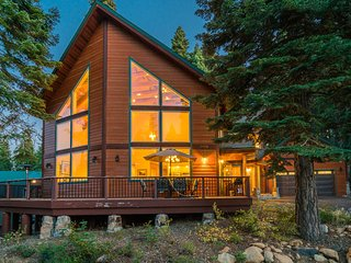 Spacious home with fireplaces, amenities, slopes nearby - Northwoods Hideaway
