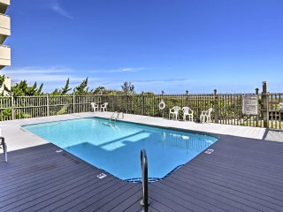Condo w/ Large Oceanfront Deck & Captain Chairs!