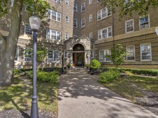 NEW! Chic 1BR Niagara Falls Apt-Walk to the Falls!