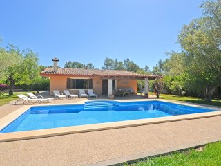 AIRE - House with big garden and swimming pool in Crestatx