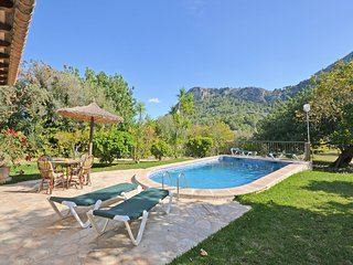 FASCINATING VIEW ON THE MOUNTAIN, COMFORTABLE SMALL LANDHOUSE WITH POOL AND GARD