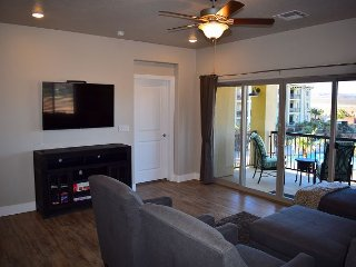 S304 - Luxury 3 Bed 3 Bath Suite Sleeps 10