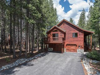 NEW LISTING - Beautiful 3 BR 3 Bath Tahoe Donner Home with NEW Hot Tub