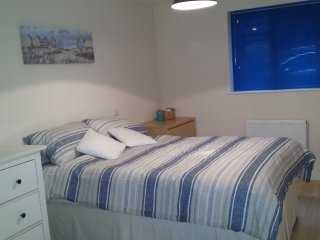 apt in creative quarter near beach and city centre with private parking
