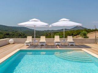 Luxury villa with tennis court, Hvar